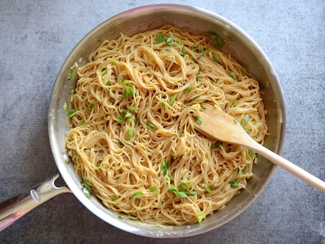Mix-Pasta-and-Sauce