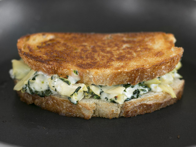 Spinach-Artichoke-Grilled-Cheese-browned