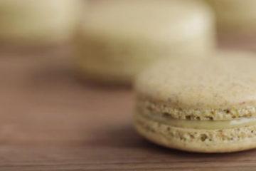 pistachio-macaroons