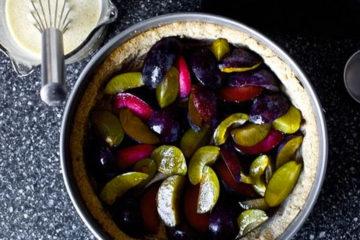 plum-crumb-tart