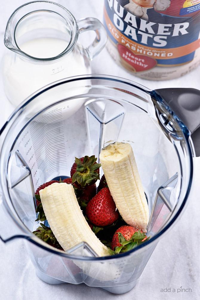 strawberry-banana-smoothie-bowl-recipe-addapinch-1148