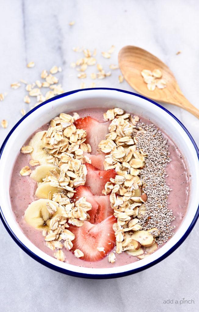 strawberry-banana-smoothie-bowl-recipe-addapinch-1158